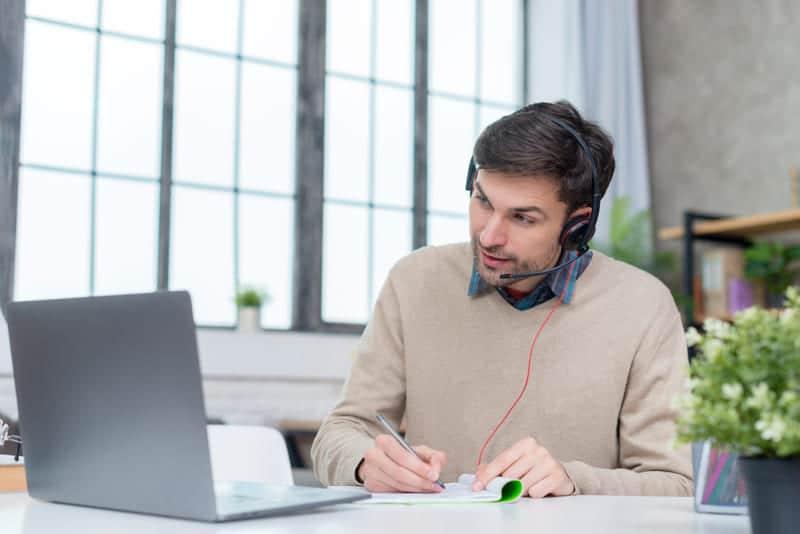 La formación por internet está ganando fuerza con el tiempo a través de los infoproductos.